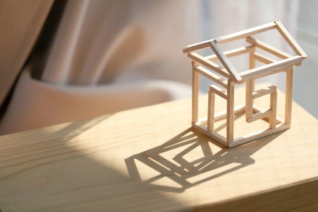 木材で作られた小さい家